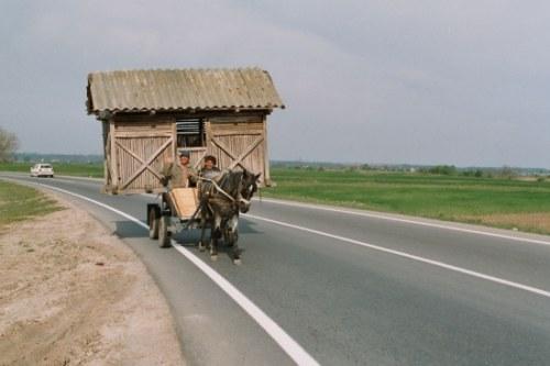 crois sur la route des vacances caravane roulotte ou transport de bungalow hippotract. Black Bedroom Furniture Sets. Home Design Ideas